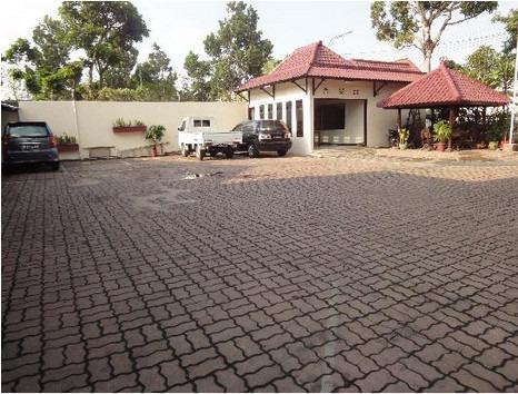 Hotel Megawati Malang - Parking Area