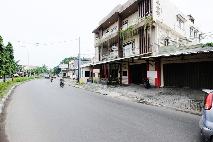 RedDoorz near Universitas Semarang Semarang - Exterior
