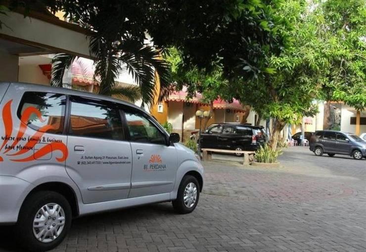 BJ Perdana Hotel Pasuruan - Area parkir