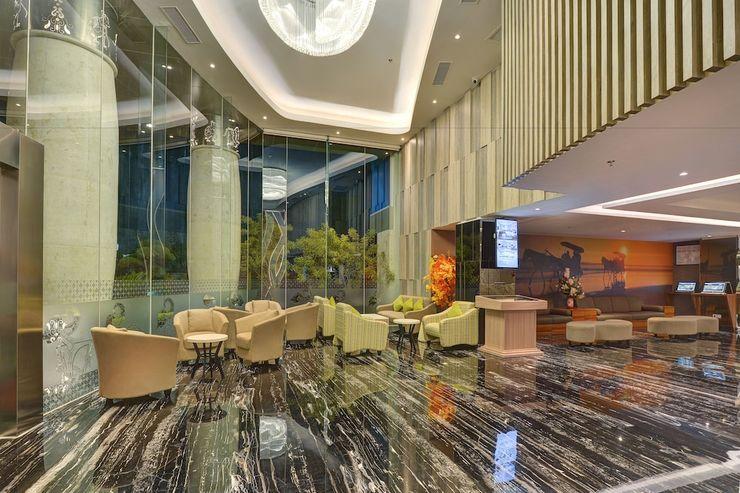 Platinum Adisucipto Hotel & Conference Center Yogyakarta Jogja - Lobby Sitting Area