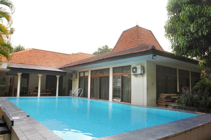 Griya Patria Guest House Jakarta - Swimming Pool