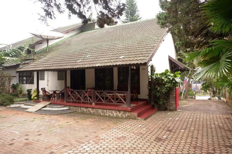 OYO 604 Cemara's Homestay Malang - Facade