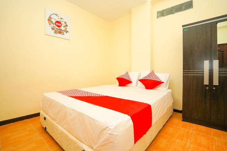 OYO 1105 Nick's AA5 Homestay Surabaya - Bedroom