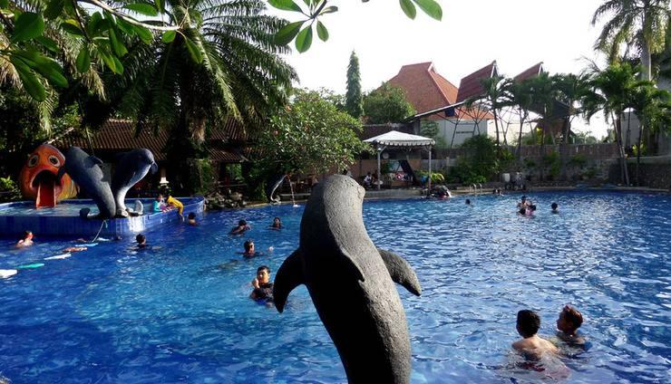 Bukit Daun Hotel and Resort Kediri - Kolam Renang