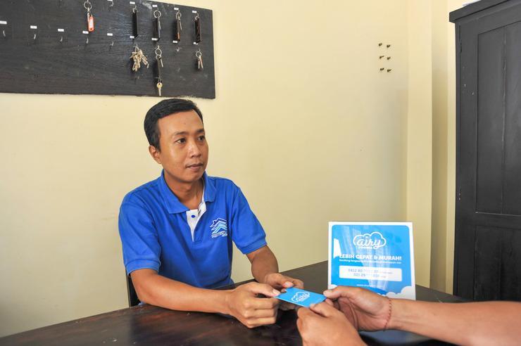 Airy Denpasar Selatan Raya Pemogan Gang Taman 21X Bali - Receptionist