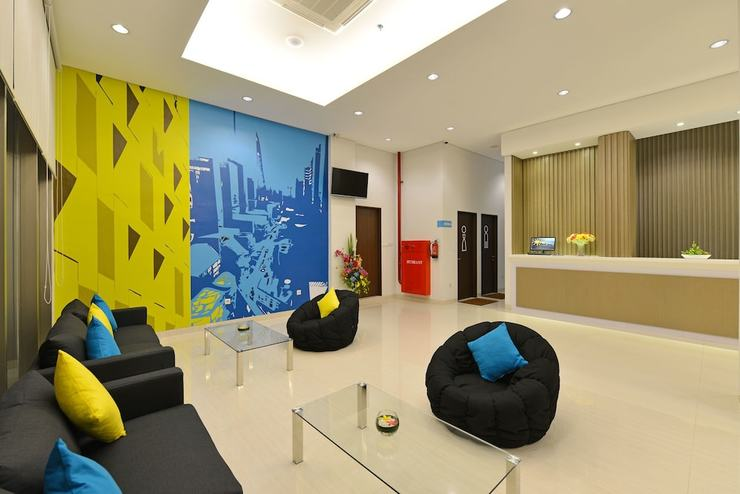 Everyday Smart Hotel Mayestik - Interior Entrance