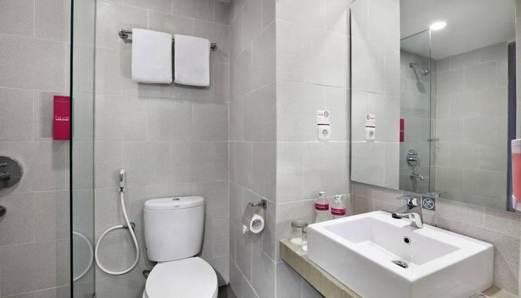 favehotel Olo Padang - Kamar mandi - Kamar Standar