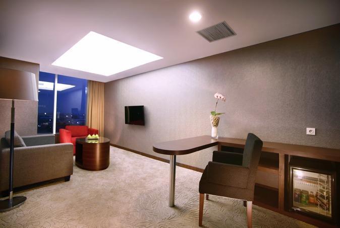 Aston Madiun Hotel Madiun - Junior Suite Living Room