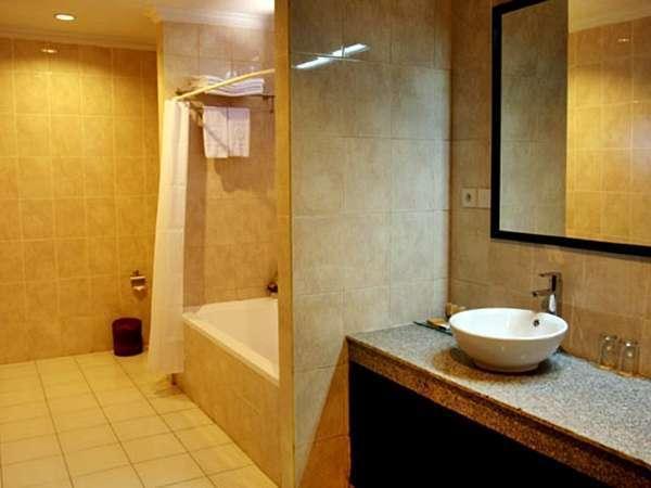 Puri Saron Hotel Seminyak - Bathroom