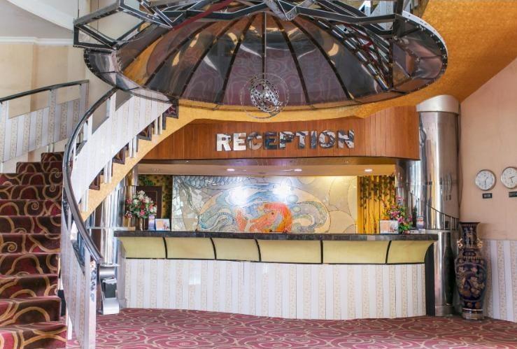 Oval Hotel Surabaya - Reception