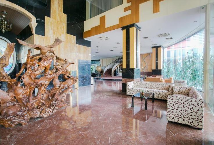 Oval Hotel Surabaya - Lobby