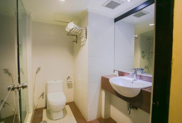 Oval Hotel Surabaya - Bathroom
