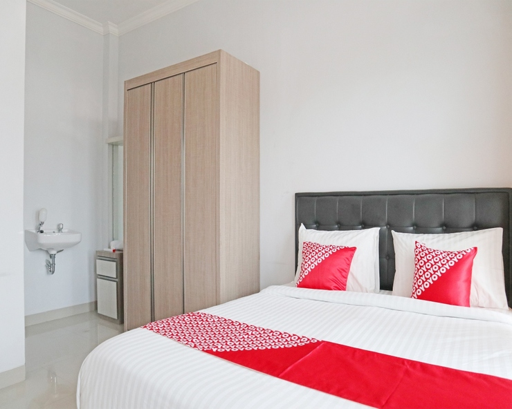 OYO 1649 Grya Lavinsa Padang - Guestroom