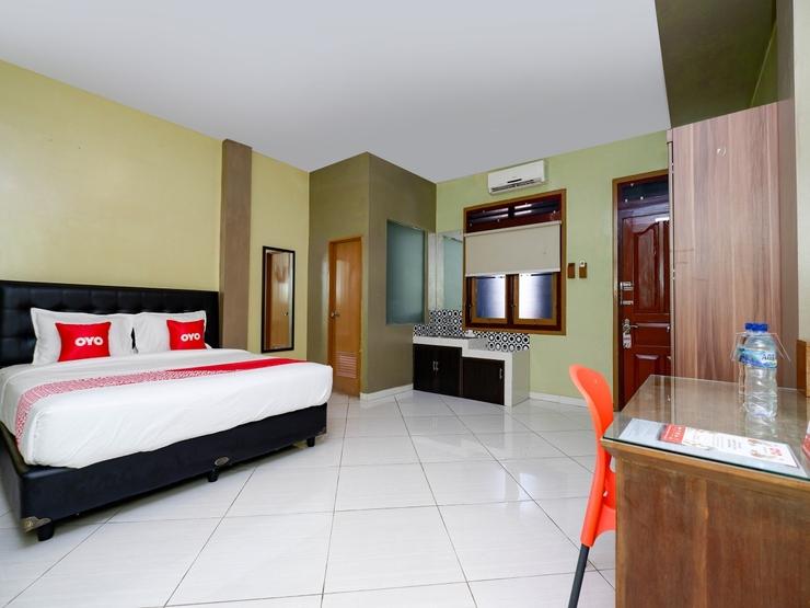 OYO 2095 Wisma Daun Solo - Deluxe Double Bedroom