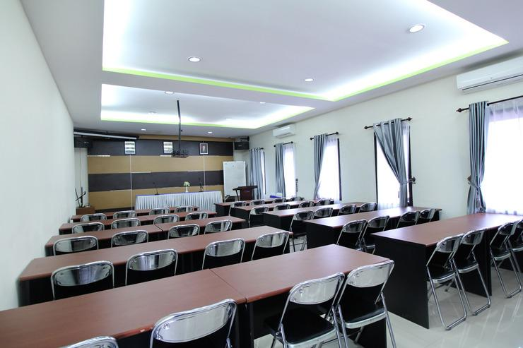 Airy Mandonga Laute Tiga 48 Kendari - Meeting Room
