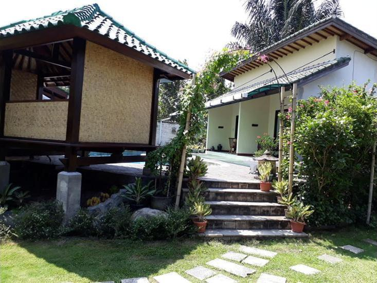 Villa Yukie Senggigi Lombok - Featured Image