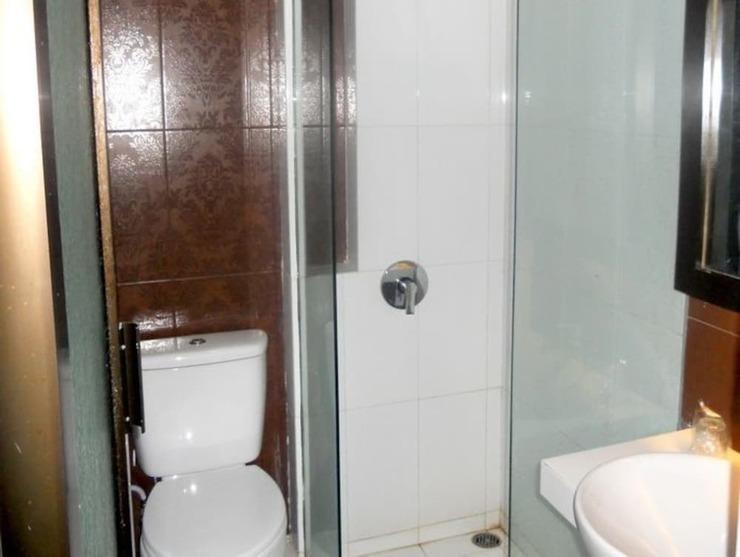 Panorama Hotel Jember - Bathroom