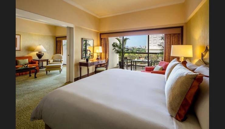 Regent Singapore, A Four Seasons Hotel Regent Hotel - Guestroom
