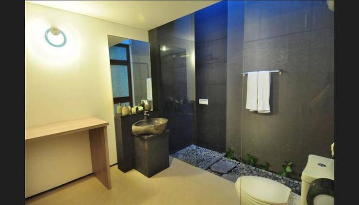d'Lima Hotel & Villas Kuta - Bathroom