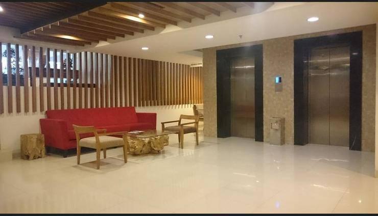 Student Park Hotel & Apartment Yogyakarta - Lobby Sitting Area