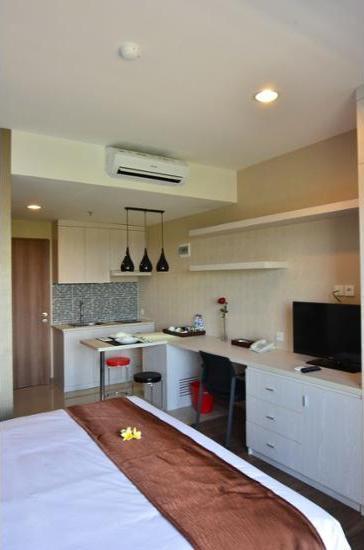 Student Park Hotel & Apartment Yogyakarta - Guestroom
