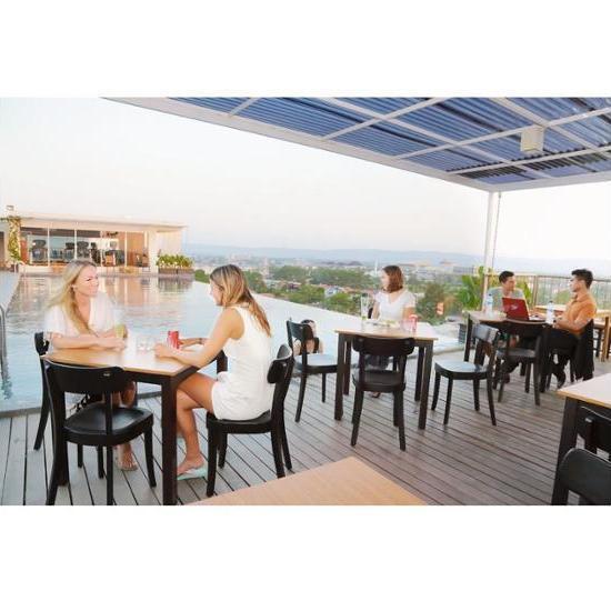 Student Park Hotel & Apartment Yogyakarta - Outdoor Pool