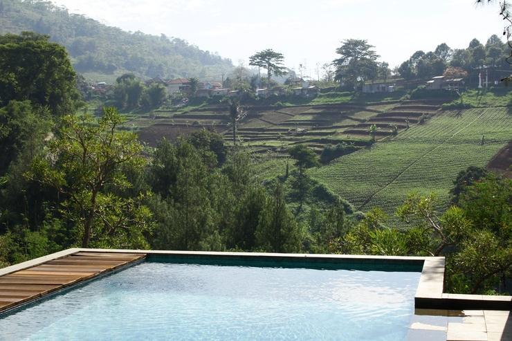 4 BR Pool Villa Dago, Mountain Views Bandung - Kolam Renang