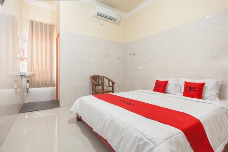 RedDoorz @ Sedati Surabaya - Bedroom