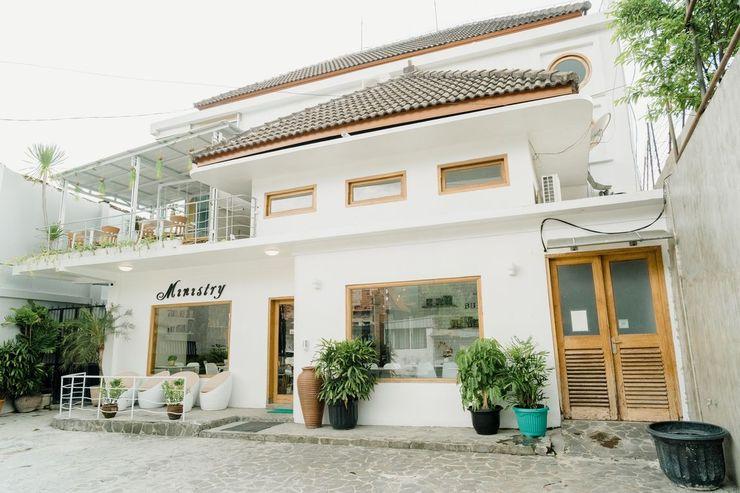 Ministry Homestay Jogja - Exterior