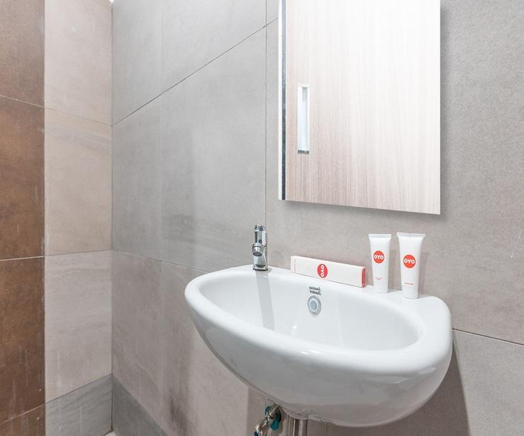 OYO 1329 Tanjung Pakuan Bogor - Bathroom
