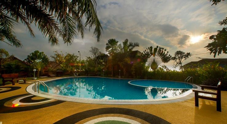 Ciptaningati Hotel Batu Malang - Pool