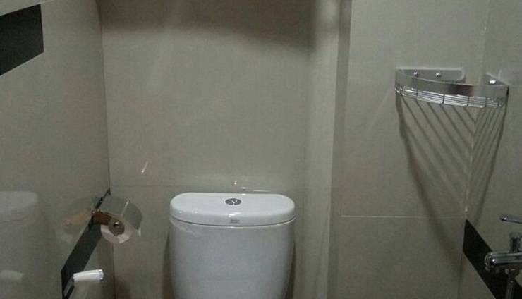 JAV Front One Hotel Lahat - toilet