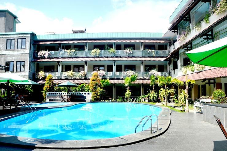 Cakra Kembang Hotel Yogyakarta - Garden