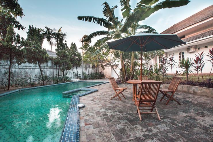 OYO 332 Residence G17 Kemang Jakarta - Pool view