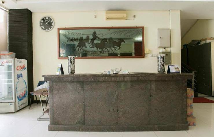 Tinggal Standard Gubeng Kertajaya VIII Surabaya - receptionis