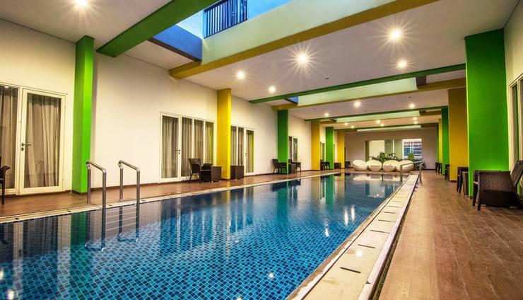 MaxOneHotels at Resort Delia Makassar - Kolam Dewasa Indoor