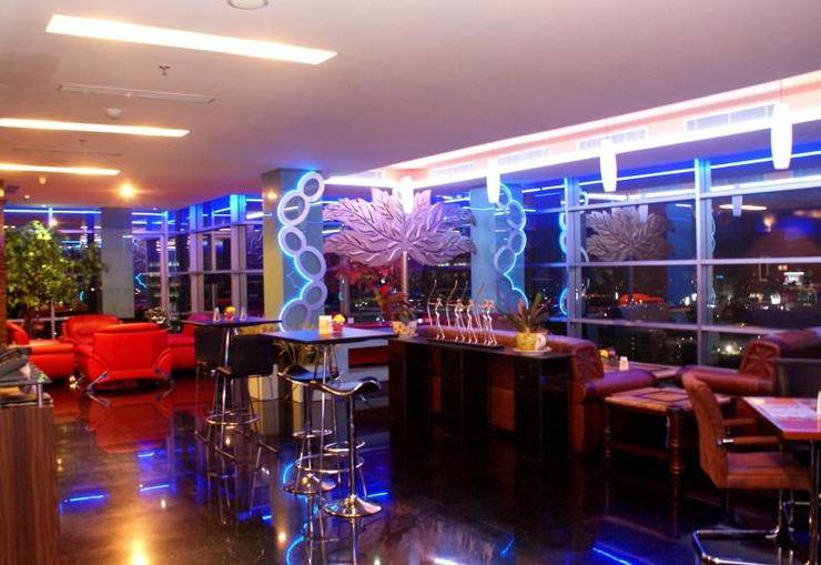 Manhattan Hotel Jakarta - The Eight Pub and Lounge