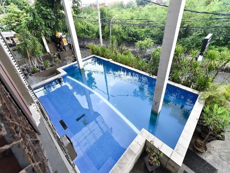 RedDoorz Plus @ Raya Legian Bali - Swimming Pool