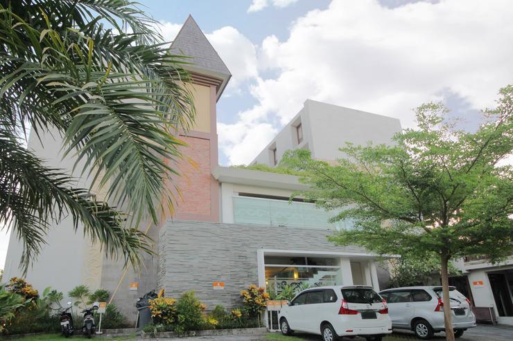 Airy Legian Shri Lakhsmi 17 Kuta Bali - Hotel Front