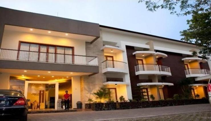 Nat Nat Homestay Malang - Facade