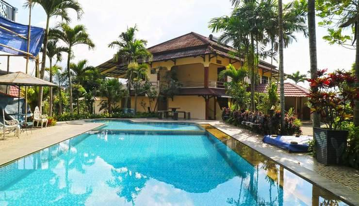 Aries Biru Hotel Puncak - Swimming Pool