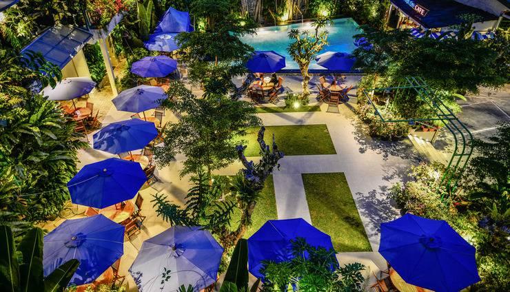 Atsari Hotel & Bungalow Parapat - Cafe dan Kolam Renang