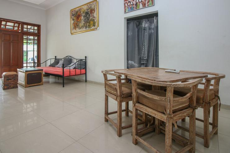 Airy Syariah Mlati Magelang KM 5.5 Yogyakarta - Sitting Area