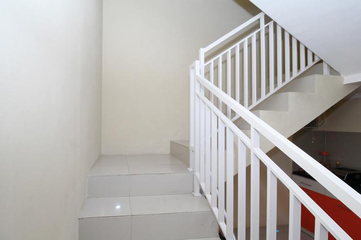 Airy Syariah Sampangan Menoreh Utara 4 Semarang - Stairs