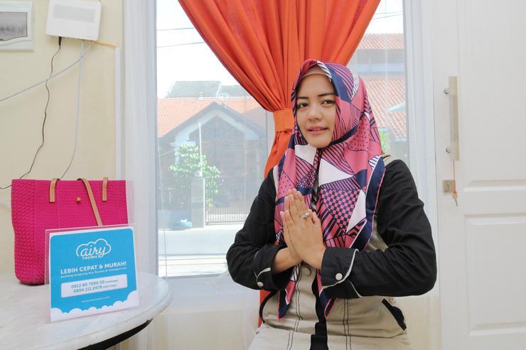 Airy Syariah Sampangan Menoreh Utara 4 Semarang - Receptionist