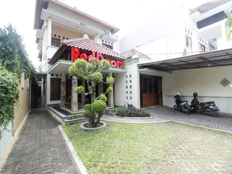 RedDoorz Plus @ Tegal Panggung Yogyakarta - Exterior