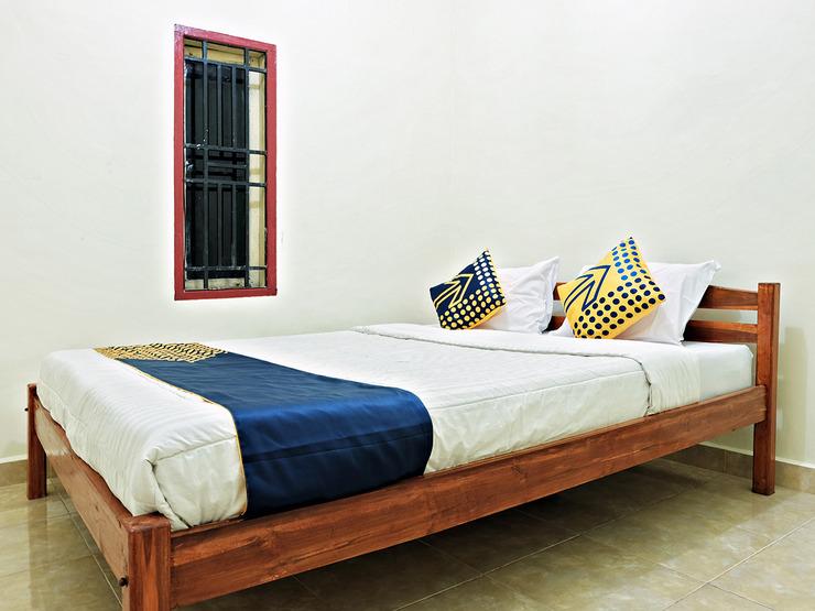 SPOT ON 2742 R5 Homestay Makassar - Bedroom