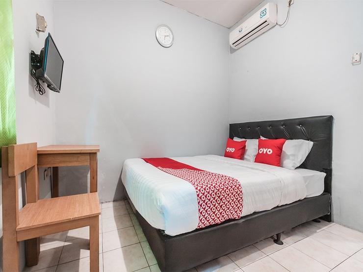 OYO 1756 Amira Guest House Bekasi - Bedroom