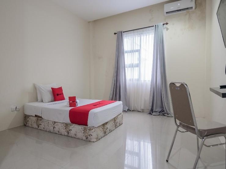 RedDoorz Plus near Syamsudin Noor Airport Banjarmasin - Guestroom