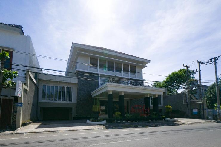 RedDoorz Plus near Universitas Negeri Makassar 2 Makassar - Prop Building